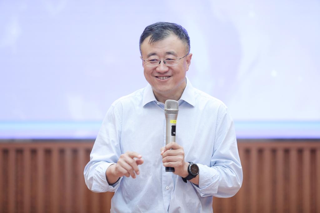 唐仲英基金会2021年首届公益领导力赋能夏令营开营仪式在清华举行